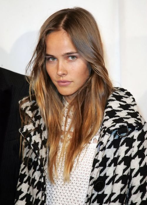transitional brownGirls Crushes, Fashion, Hair Colors, Hair Colours, Dips Dyes, Houndstooth Coats, New Girls, Nature Beautiful, Isabel Lucas