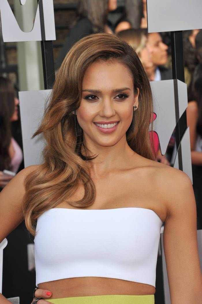Jessica Alba long brown hairstyle with highlights