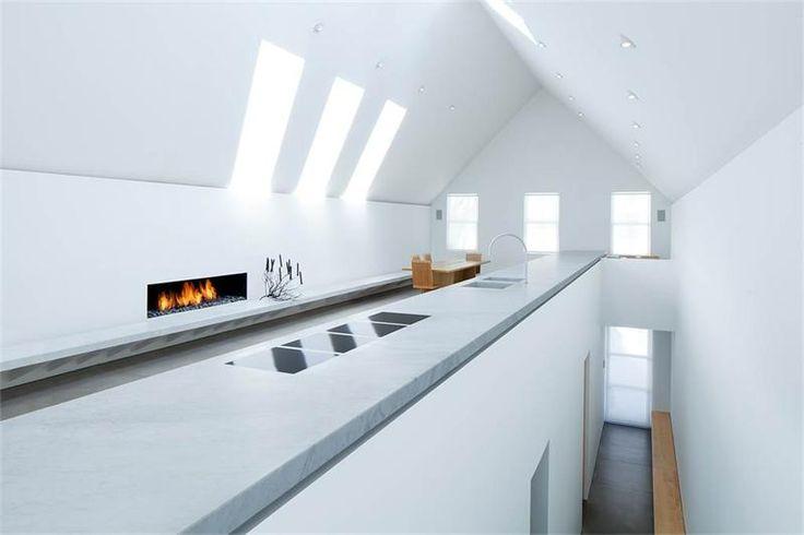 Неожиданная красота внутри деревенского дома в Колорадо Расположенный в историческом районе Теллерайд, дом  Walsh House – первый дом в США британского архитектора Джона Поусона (John Pawson).Экс...