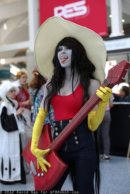 I just love the marceline costume!! :) bad ass!!