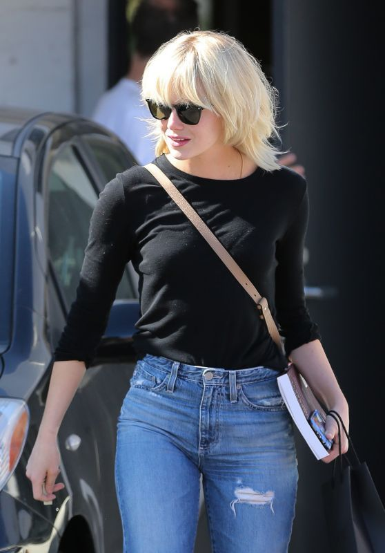 Emma Stone Is Now a Platinum Blonde – at Meche Salon in Beverly Hills – Celeb ThuStar