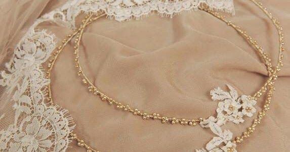 Ρομαντικά στέφανα γάμου με δαντέλα σε vintage στυλ, φτιαγμένα με χρυσές περλίτσες και δαντελένια χειροποίητα λουλούδια. Συνδυάζονται με...