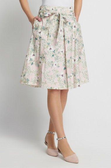 Áčková sukně s jemným květovaným vzorem