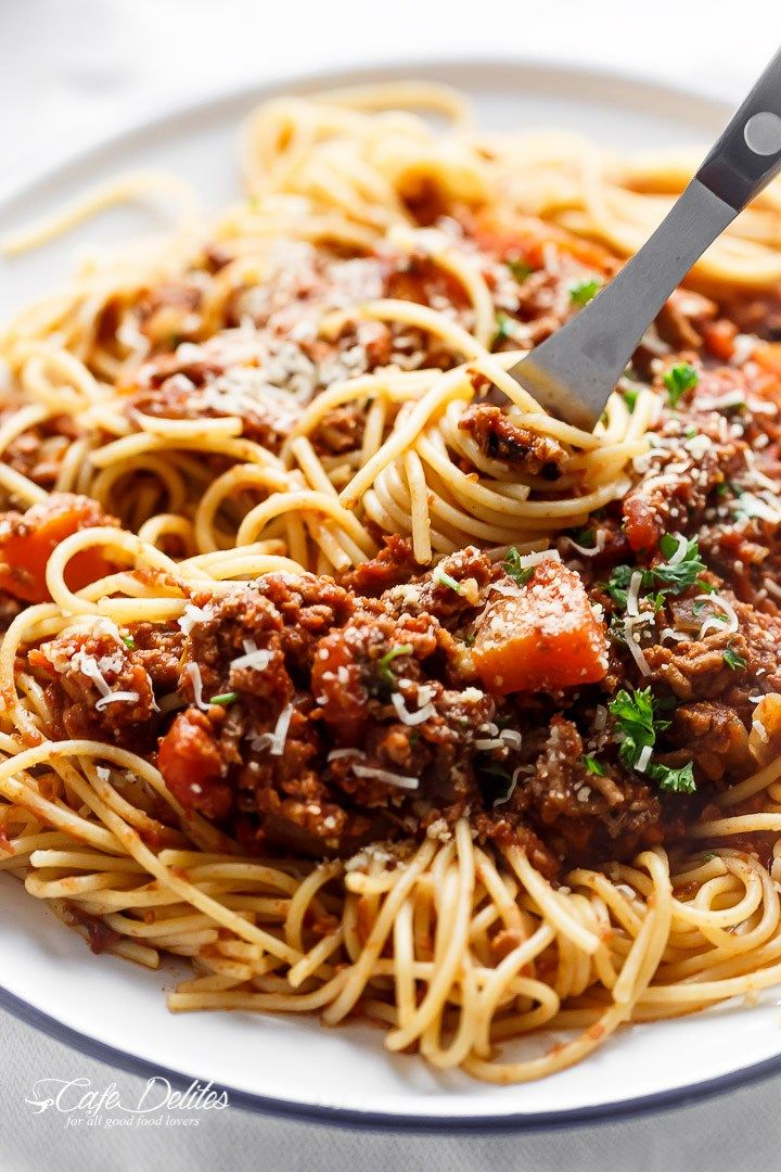 Easy to make rich and rustic Slow Cooker Bolognese Sauce, packed with so much flavour to coat your pasta (or vegetables) of choice!!