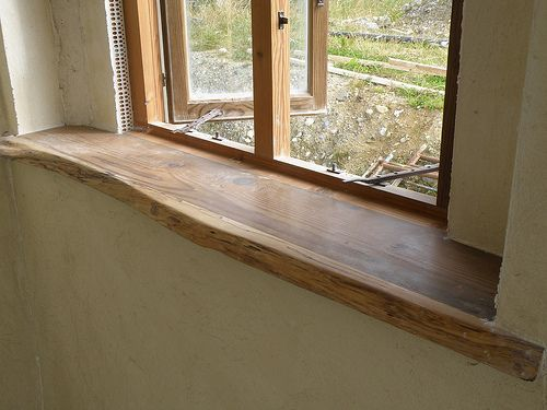 Legende Fensterbrett aus wiederverwendetem Holz