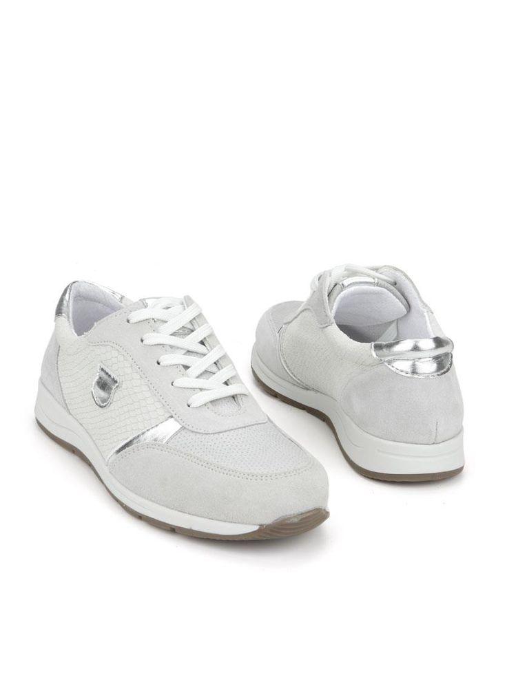 4 x Comfort sneaker  Description: Licht grijze comfort sneakers van 4X Comfort. Het bovenwerk van deze damesschoenen is gemaakt van leer. De binnenvoerig is gemaakt van een combinatie van leer en textiel en de schoenen hebben een kunststof zool.  Price: 71.99  Meer informatie