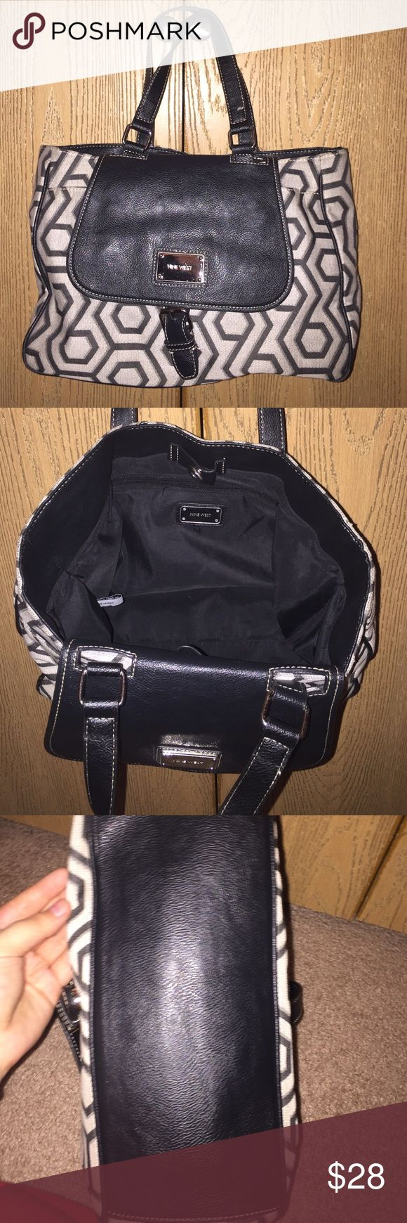 Nine West purse Nine West purse!! GREAT condition! Used only once. Nine West Bags Shoulder Bags