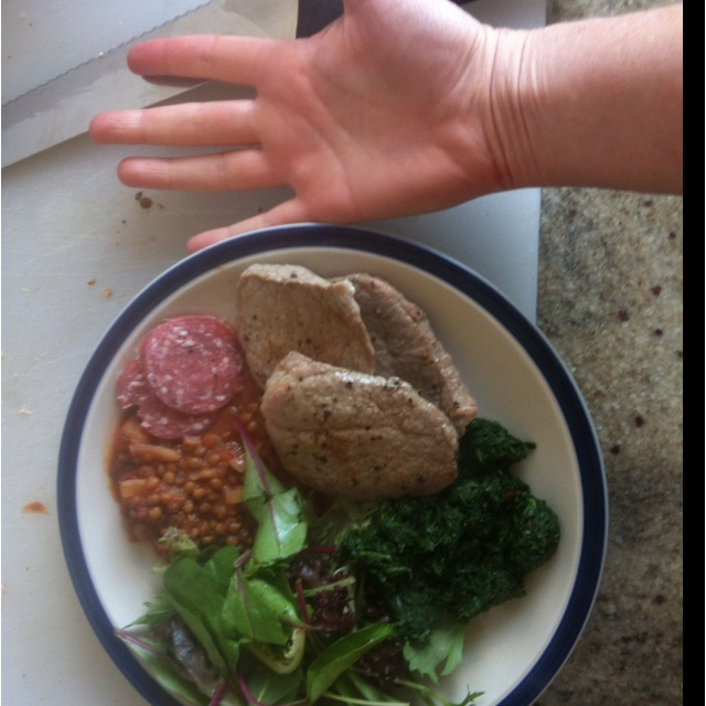 #4HB,  Four hour body. Lunch. 3 'minute steaks', (180grams all ip) some brown lentils in tomato sauce, spinach and fresh mixed salad