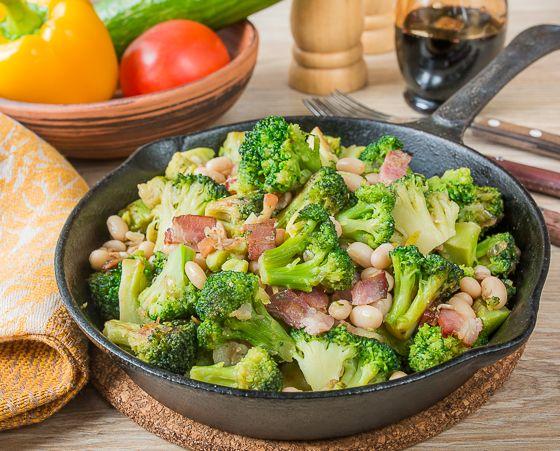 Сегодняшнее блюдо можно приготовить в двух вариантах - в том виде, в котором оно представлено в рецепте, и в постном или вегетарианском - просто исключив бекон. Это может быть и основное блюдо, и гарнир к мясу или птице. И так, и так будет вкусно. То же самое можно приготовить и с цветной капустой - тоже [...]