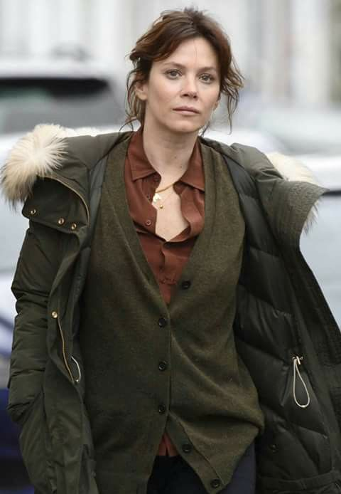 Anna Friel in Marcella.