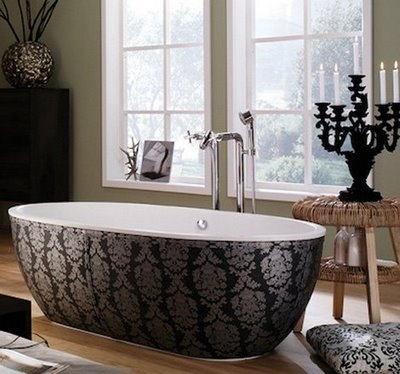 BATHTUBS EXTRAORDINAIRE