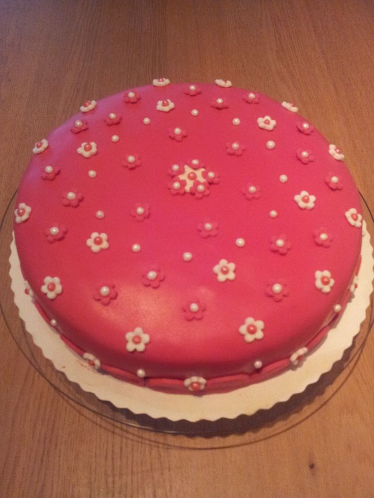 Roze taart met bloemen