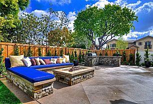 """Dieser Hinterhof hat den """"Wow"""" -Faktor. Die wunderschöne Landschaft kombiniert mit einem eingebauten Grill, einem Sitzbereich und einer Feuerstelle schafft einen idealen Ort für …"""