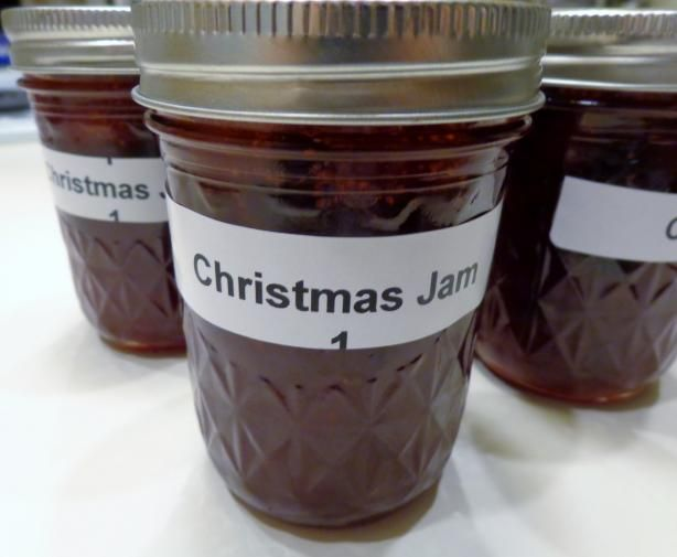Christmas Jam~~Oranges, strawberries, cloves, cinnamon and other things; sounds yummy!  Great add on to a gift?