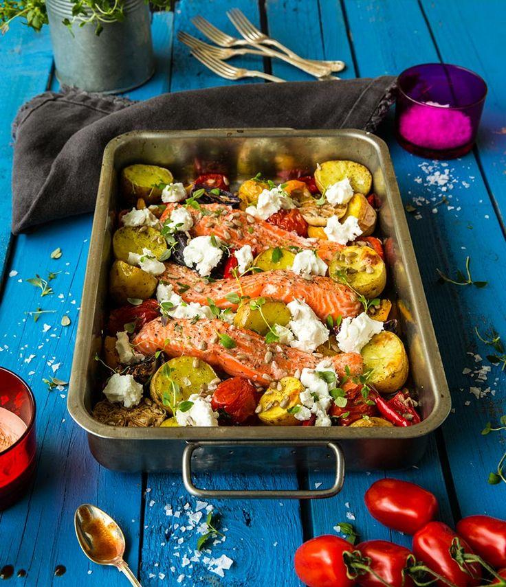 Fisk i ugn med rostad potatis, paprika, tomater och getost