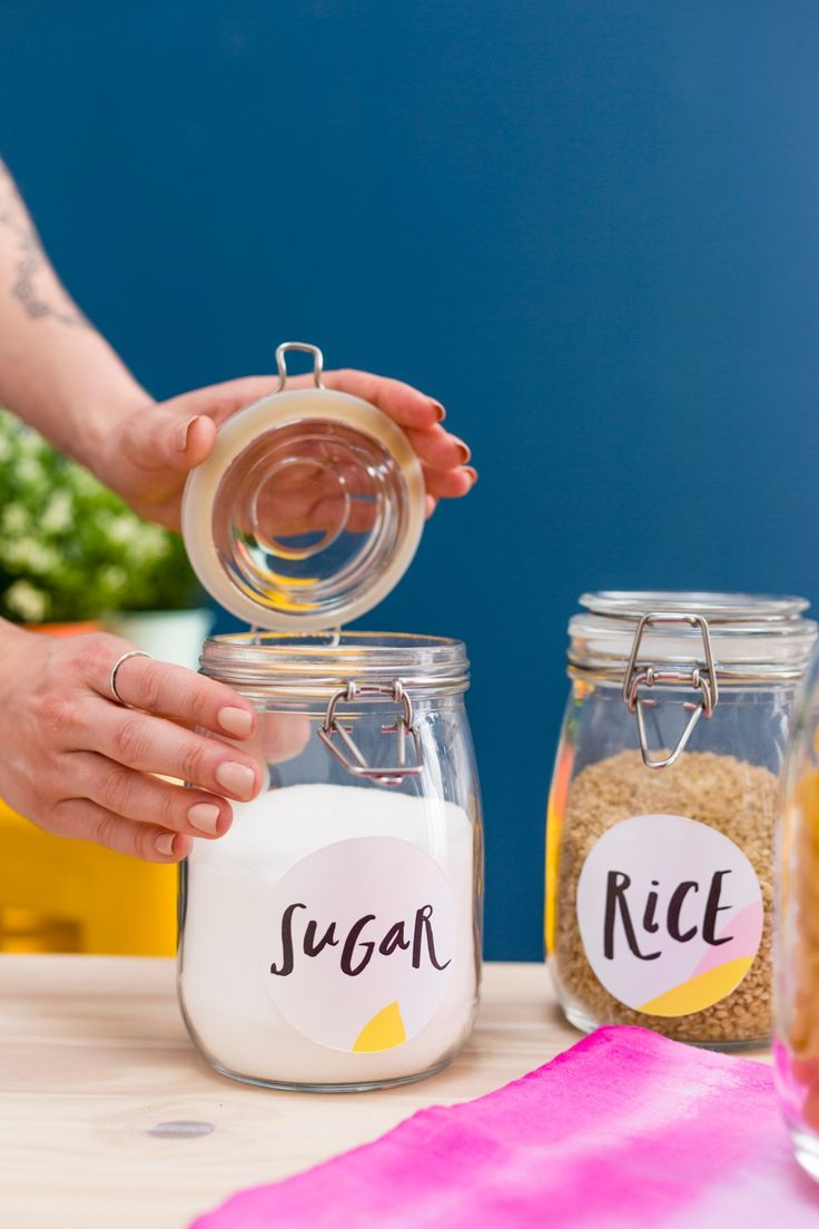 Download these free printable jar labels to help you organize your kitchen.