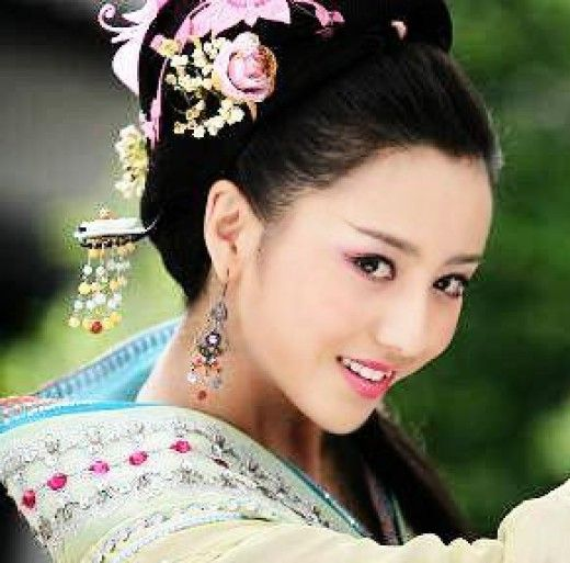 Beautiful Actresses And Chinese Traditional Clothing A