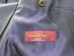 ゼニア エレクタ シングルスーツ ¥126.000-  上記金額には 税込み 専用裏地込み 専用ボタン込み 初回仮縫い無料込み の御値段です