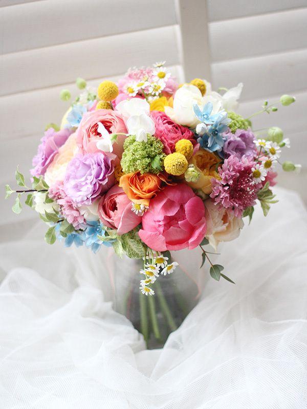 代官山のリストランテASO様へお届けした春のクラッチブーケです。ラナンキュラスやバラを使ってカラフルに仕上げました。 wedding.bouquet,colorful,spring