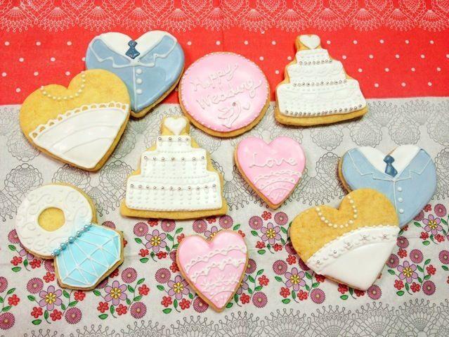 友人への結婚祝いと共に送りましたー!焦ってしまって滲んだり、字が下手だったり…なかなか上手くいきませんが、やっぱり楽しい◟(。´௰`)◞ - 38件のもぐもぐ - ウエディング♡アイシングクッキー by LOVE♡SWEETS