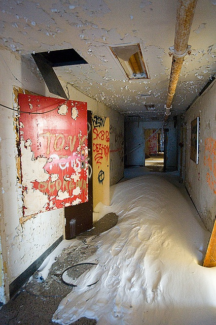 dedicatedtodecay:    Kings Park Psychiatric Center by AeroFennec on Flickr