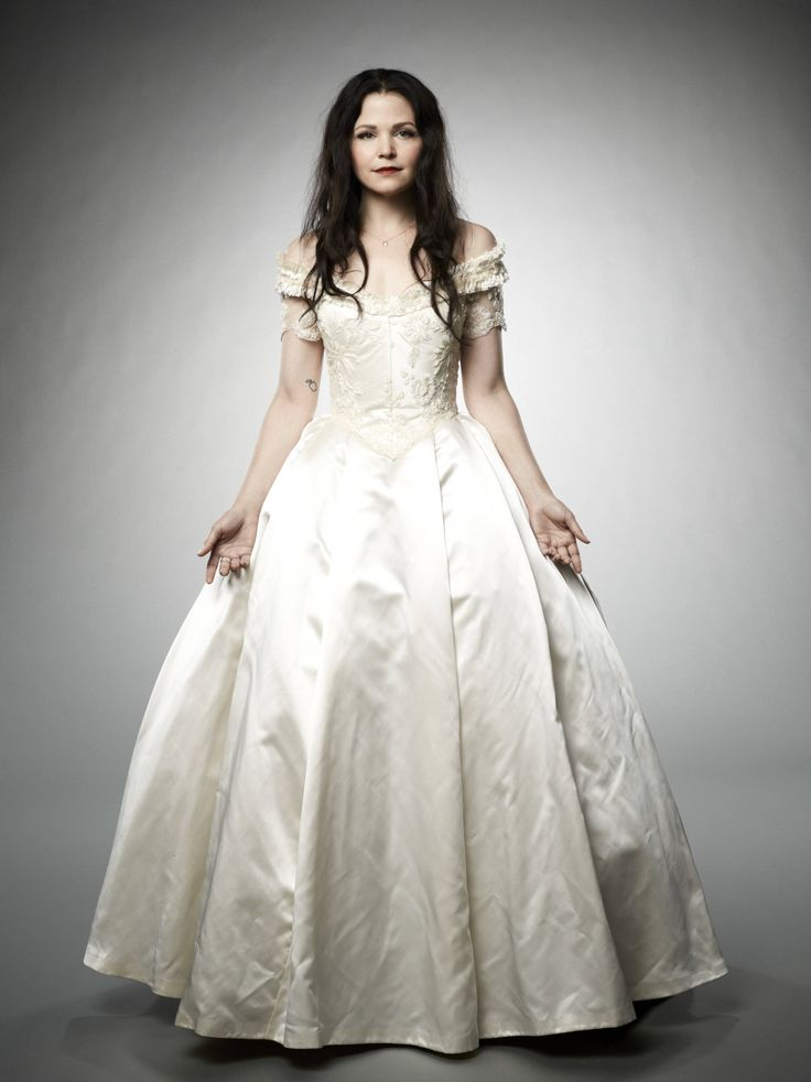 Ginnifer Goodwin makes the best Snow White!!! She is so pretty! Truly is the fairest of them all ;)
