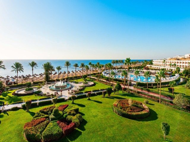 Amazing views await guests who stay at the Baron Resort which looks out over the Red Sea! #H4uWinterSun