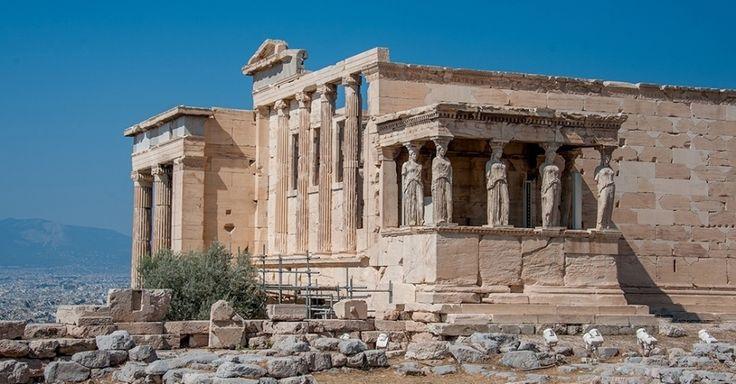 O templo do Erecteion, na acrópole de Atenas, na Grécia, comprova que os ideais de beleza e de ética da civilização grega antiga resistem ao tempo. O templo, erigido no século 5 a.C., é consagrado ao culto da deusa Atena, da sabedoria, e do deus Poseidon, do mar