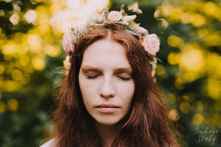 INNA Studio_wedding / wedding flowers / wedding session / floral crown / wianek ślubny / pastelowy wianek / wianek na ślub / fot. Bajkowe Śluby