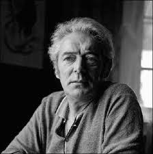 """Félix Leclerc est un auteur, compositeur, interprète, poète, comédien et écrivain prolifique du Québec. Auteur de plusieurs chansons dont """"Bozo"""", """"Le Petit Bonheur"""", """"L'Hymne au Printemps"""", """"Moi mes souliers"""" et plusieurs, plusieurs autres classiques. Né à La Tuque en 1914, il décède à l'Ile d'Orléans en 1988. Un artiste de talent exceptionnel qui a marqué la culture du Québec."""