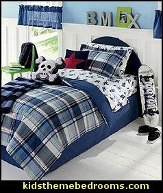 The mix of bold patterns and accents will give his bedroom awesome appeal. Heighten his sense of style with this Extreme Sports Themed bedding. The sheets feature images of snowboarders, BMX Bikers