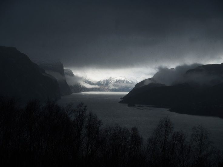 Lysefjorden, Norway: The light! March 23rd 2014