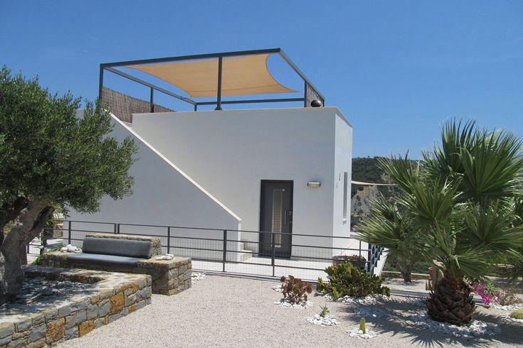 Vrijstaande villa in cyclade stijl met airco en panorama dakterras, alle privacy