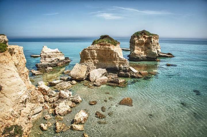 How about a dive into the transparent waters of Sant'Andrea, in Salento? http://www.viaggiareinpuglia.it/at/61/localitaturistica/1171/en/Le-Marine-di-Melendugno-Melendugno-(Lecce) #WeAreinPuglia Photo credits: Leonardo D'Angelo
