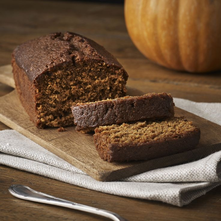 Traditionally enjoyed in Yorkshire on Bonfire Night, this seasonal treat is packed with black treacle and spiced with ginger.