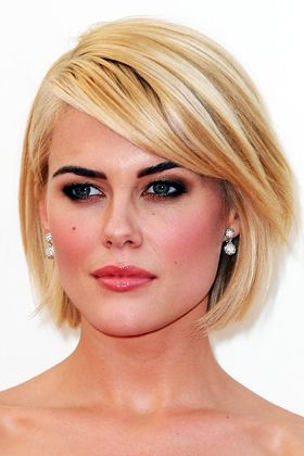 Another good bob for round (or square) face shapes shown by Rachel Taylor