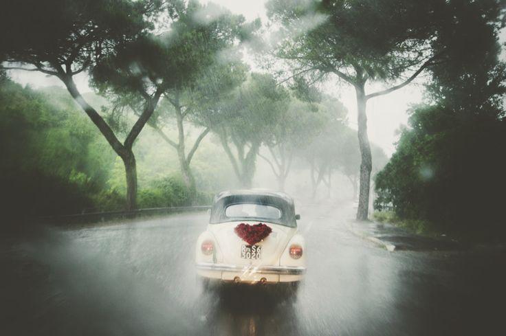 Wedding car under the rain by Fotoessenza