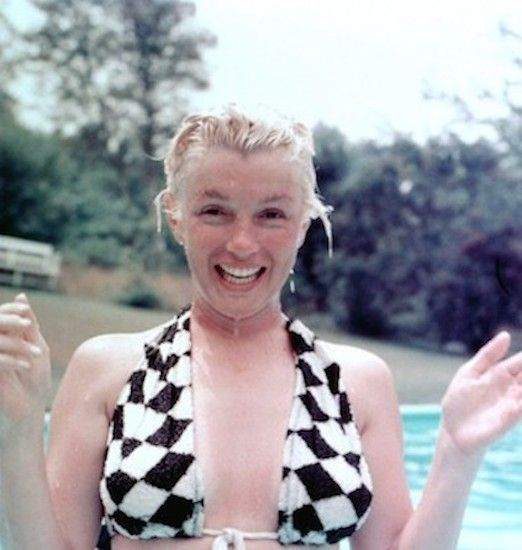 marilyn monroe the blonde bombshell Marilyn monroe is now considered to be a woman who challenged cultural   marilyn's blonde bombshell image was offensive to every other.