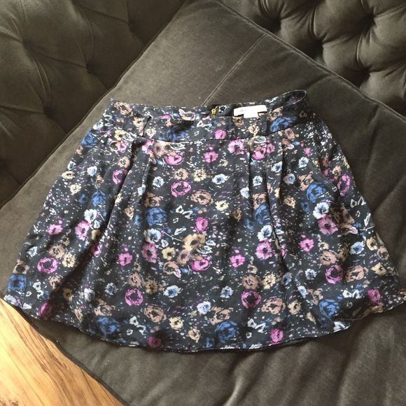 Charlotte Ronson Floral Mini Flowing silk and polyester Charlotte Ronson floral skirt. Love the pockets in this skirt! The belt loops make it easier to accessorize with it too. This skirt is flirty and fun. In perfect condition. Charlotte Ronson Skirts Mini