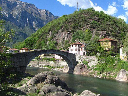La Pista Ciclabile della Val Camonica, detta anche Pista Ciclabile Camuna, attraversa tutta la valle in circa 40km di paesaggi naturali e centri abitati.