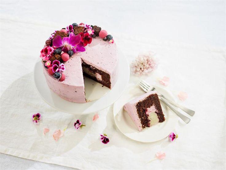 Suklainen mustaherukka-lakritsikakku