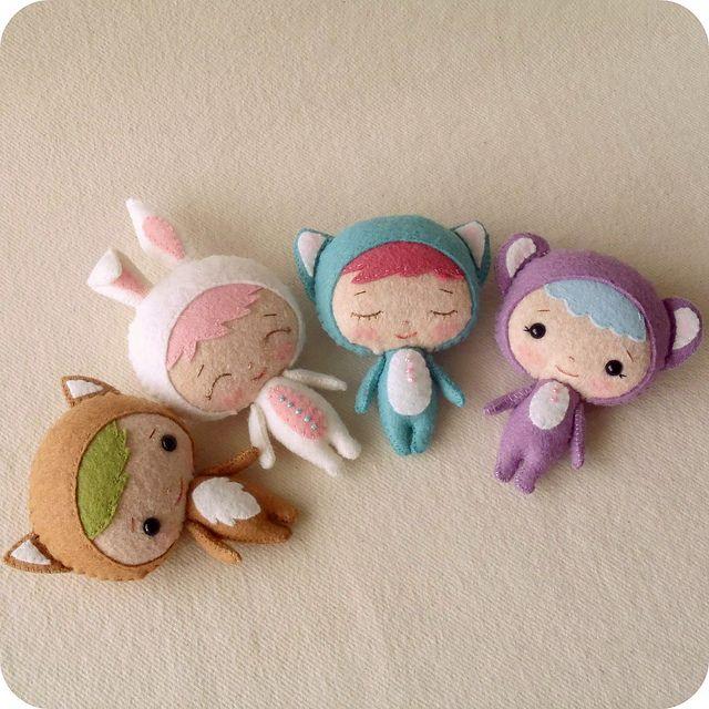 felt dolls- I just love these!  They'll make great keychain dolls.