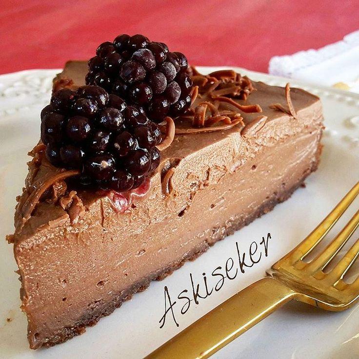 Öyle kolay ki onu yapmak! Yemesi de bir zevkli ki cheesecake yapmayı bilmeyen herkes yapabilir. Malzemeler 12 adet kakaolu pet...
