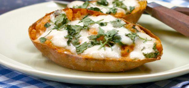 Die gebackenen Süßkartoffeln aus dem Video sind einfach zuzubereiten und sind eine tolle Beilage - auch zum Grillen.