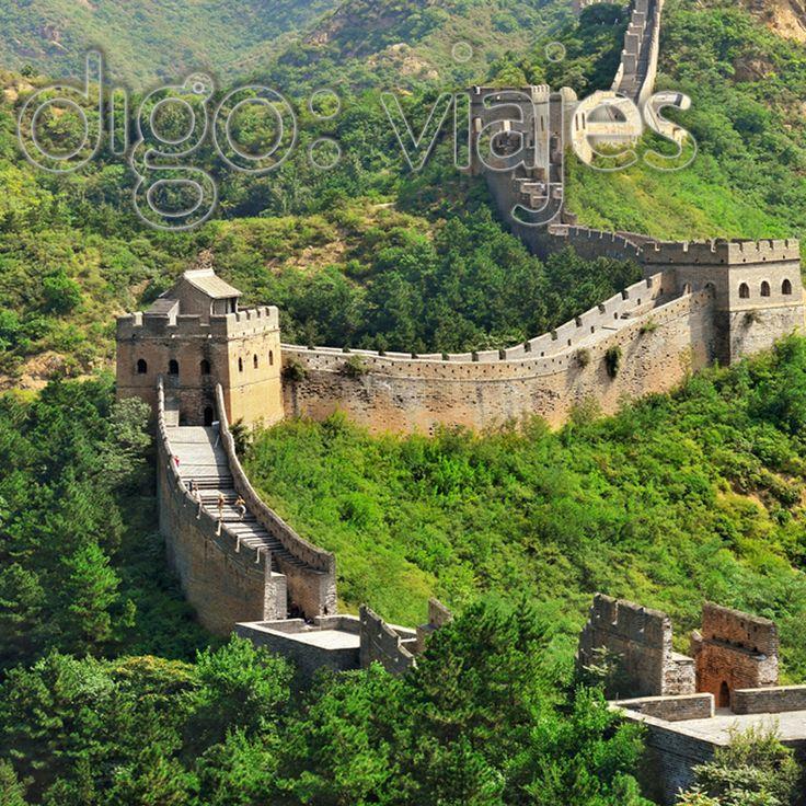 La Gran Muralla de China está calificada como una de las #MaravillasDelMundo. Es una antigua fortificación china construida y reconstruida entre el siglo V a. C. y el siglo XVI (Edad Moderna) para proteger la frontera norte del Imperio chino durante las sucesivas dinastías imperiales de los ataques de los nómadas xiongnu de Mongolia y Manchuria.