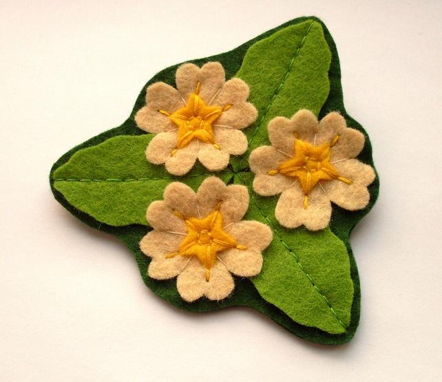 Primrose Trio, felt flower brooch, spring flowers £12.00