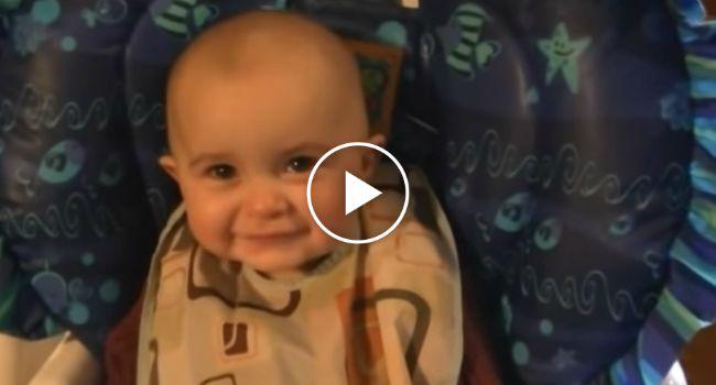 Adorável Bebé De 10 Meses Emociona-se Ao Ouvir a Mãe a Cantar