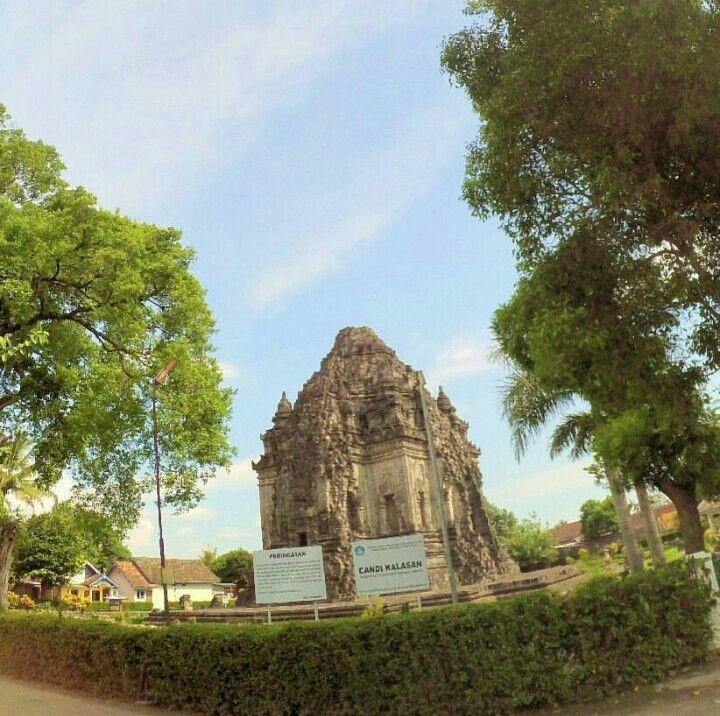 Candi kalasan, sleman #exploreindonesia #explorejogja #dolanjogja #visitindonesia pict by @vidyaayuu