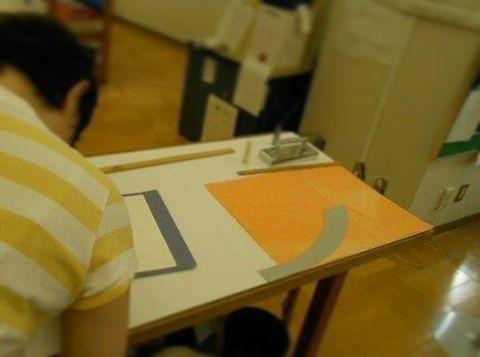 修了生の先輩と千代田衿コートの部分縫いやりました(*´ω`*)今度は反物で…ヽ(・∀・)ノ  #東亜和裁 #toawasai #千代田衿コート