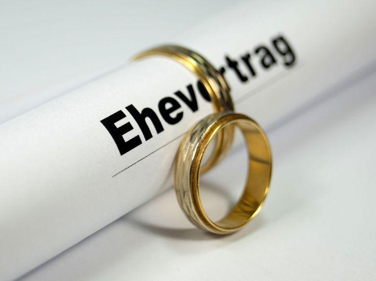 Ehevertrag - ja oder nein? Für welche Paare der Abschluss eines ein Ehevertrags vor der Hochzeit sinnvoll ist und die Kosten erläutert